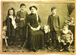 Helfer family, 1912